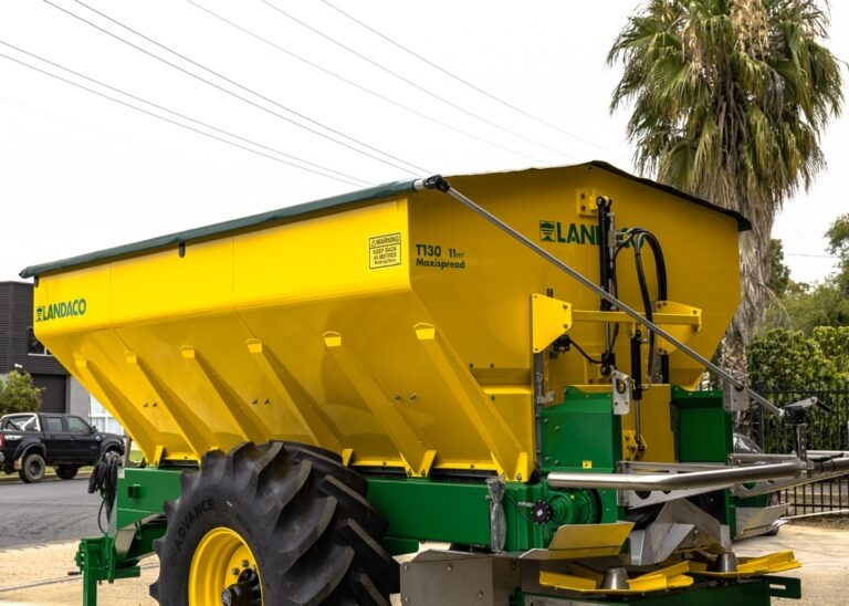 Landaco Maxispread T130 Trailing Spreader - Variable Rate