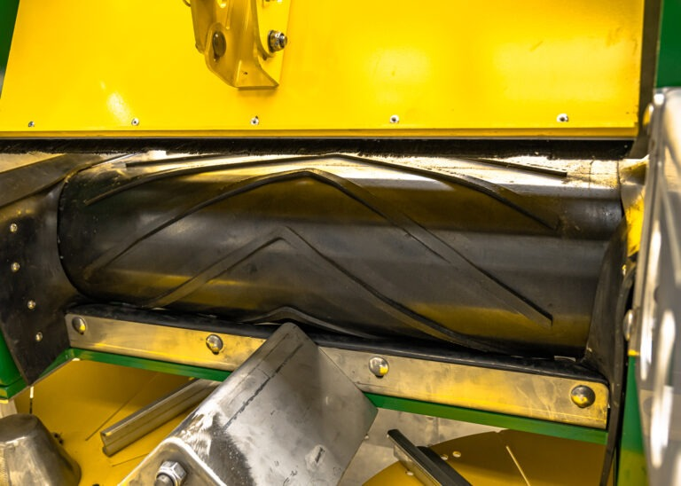 Landaco Cleated Belt Rear Roller Spreader