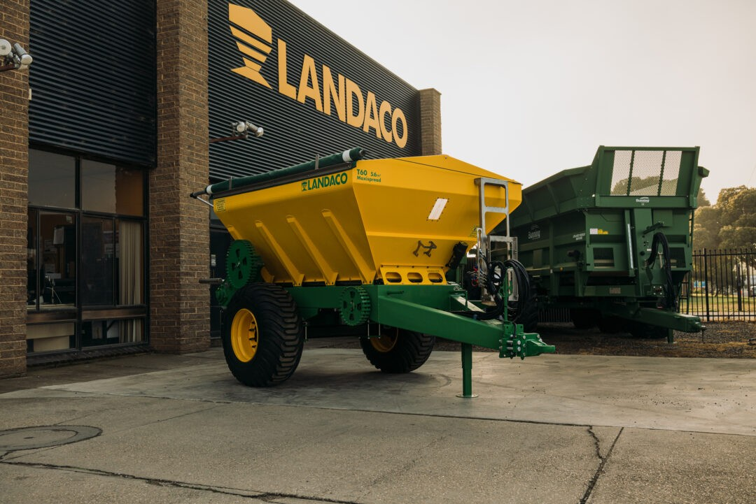 Landaco Maxispread T60 Trailing Spreader with Tarp and Scales